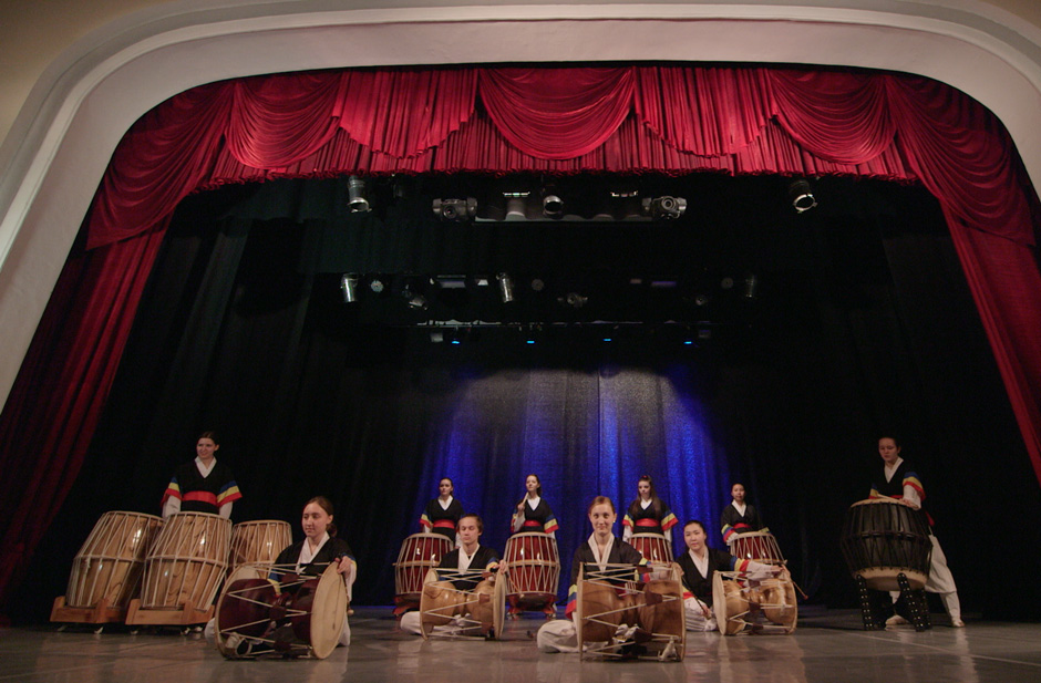 "Hae Dong Korean Drum Ensemble performing in Marios Joannou Elia's ""Sound of Vladivostok"" (c) Pushkin Theatre"
